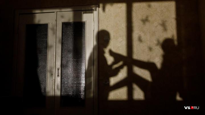 «Выпрыгнул в окно второго этажа»: в Волгограде со второй попытки арестовали таксиста-насильника