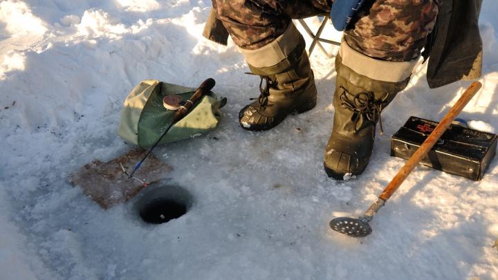 Рыбаков, которые на машинах застряли в лесу на Урале, спасли