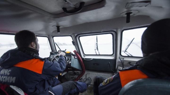 В роддом по воде: в шторм с острова на Северной Двине спасатели эвакуировали беременную женщину