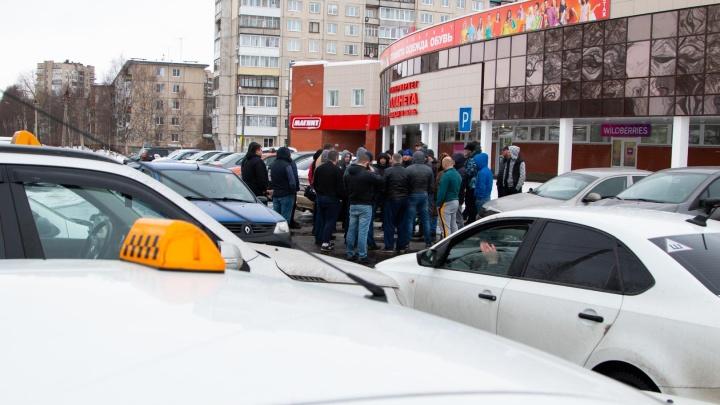 «Заработок падает, пробег растет»: архангельские водители «Яндекс.Такси» начали забастовку