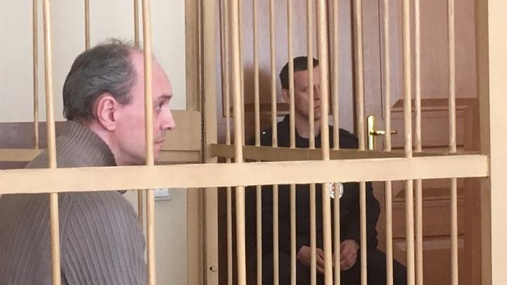 «Не допущу, чтобы дети оказались в такой ситуации»: пойманный на взятке чиновник расплакался на суде