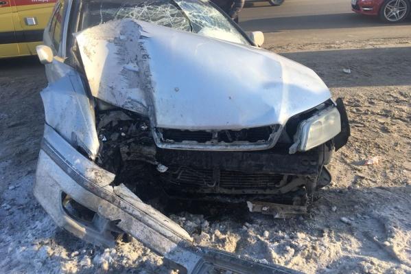В аварии на Ипподромской пострадал водитель, его беременная жена и ребёнок