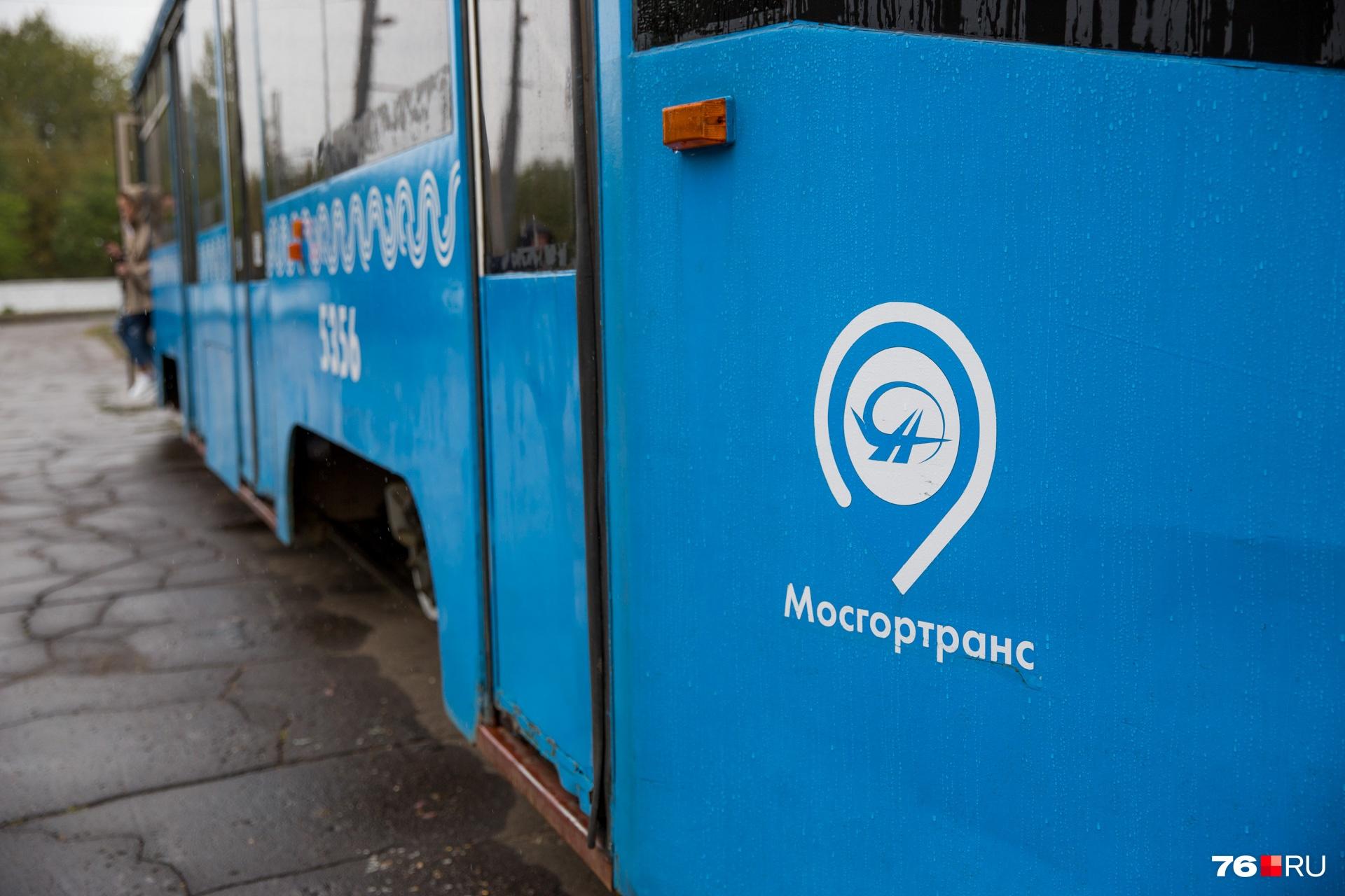 Наклейки «Мосгортранса» с трамваев сдерут и сделают в вагонах небольшой косметический ремонт