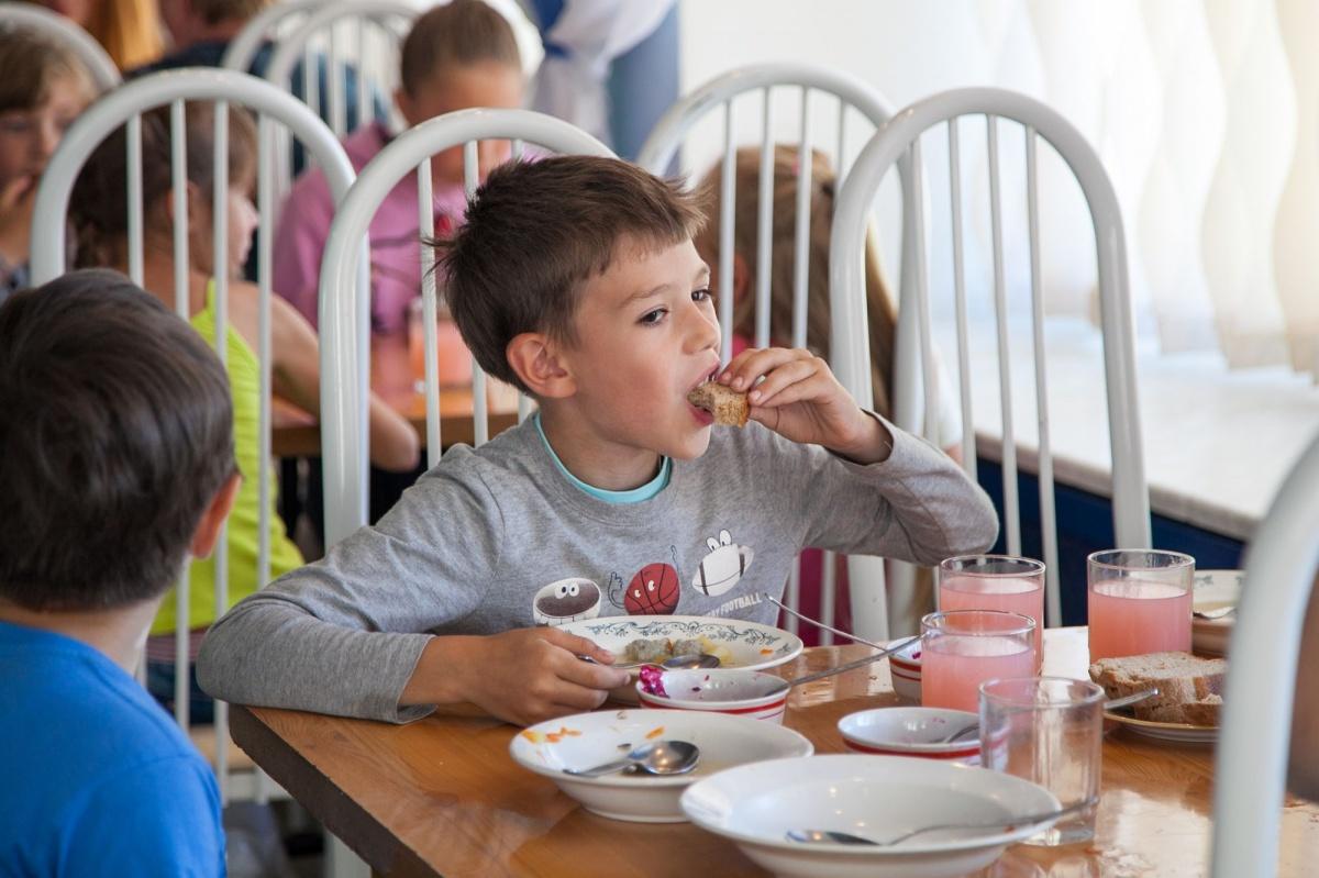 Если тарелки супа мало, ребенку не стоит стесняться, чтобы попросить еще