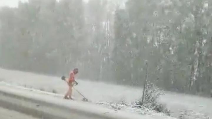 «Это видео — фейковое»: разбираемся, кто и где косил траву в снегопад в Башкирии