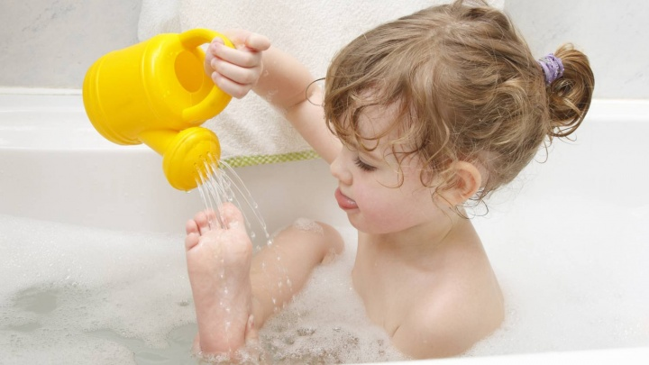 Как закалять ребенка с пользой для его здоровья