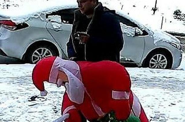 В Ростове неизвестный «народный мститель» выкрал надувного Деда Мороза