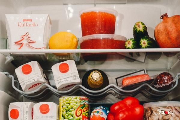 До Нового года осталось чуть меньше месяца. Некоторые тюменцы уже начали закупать продукты к праздничному столу<br>