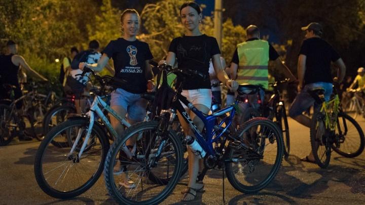 На двух колесах: смотрите фото самых красивых участниц волгоградского велопарада