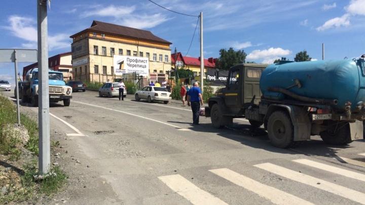 Камеры видеонаблюдения засняли, как в Первоуральске ассенизатор сбил двух пешеходов