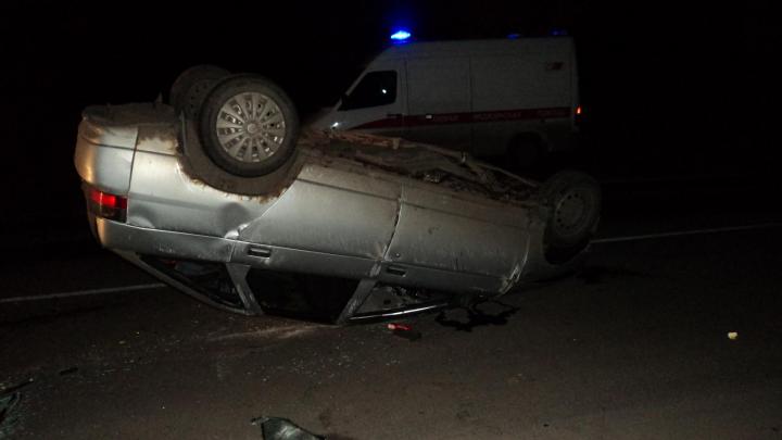 Вверх колёсами: ночью в Архангельске пьяный водитель врезался в столб