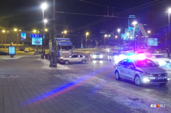 Scania была припаркована у обочины, когда произошло ДТП