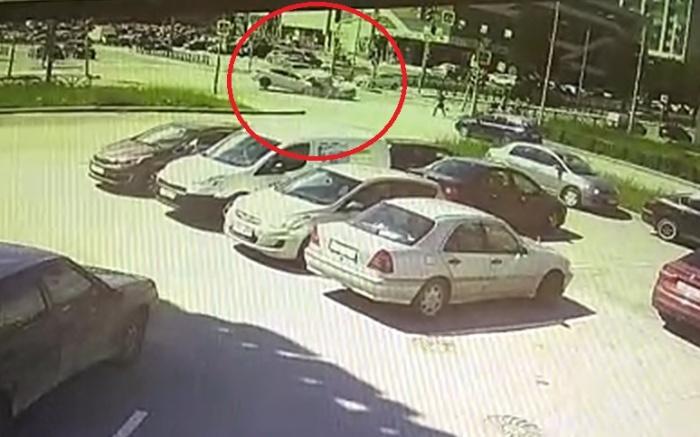 Авария попала на камеру видеонаблюдения