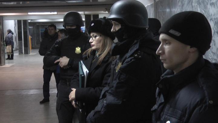 Судебные приставы освободили от киосков переходы на двух станциях метро на Уралмаше