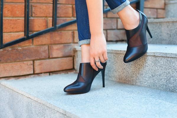 Огромная коллекция обуви и аксессуаров будет продаваться по крайне доступным ценам