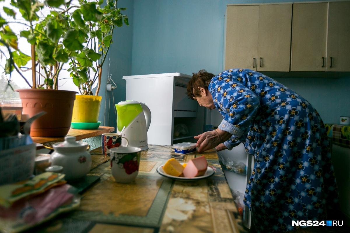 Женщина с рабочим стажем в 40 лет живёт на пенсию в 15 тысяч рублей