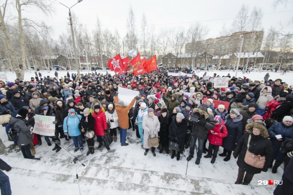 По оценкам организаторов, на митинг в Архангельске вышло более трех тысяч человек