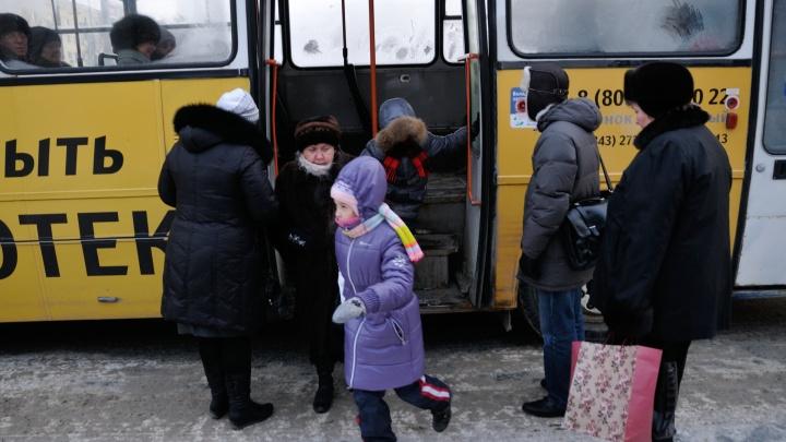 Кондуктора и водителя автобуса № 021 накажут за то, что они высадили подростка на 7 остановок раньше