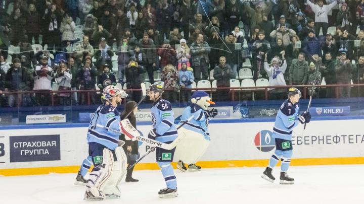 Хоккеисты «Сибири» пошли по врачам после отпусков