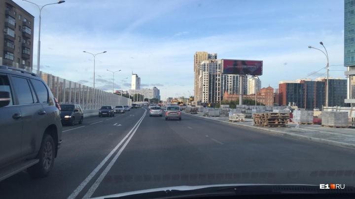 Пятничная радость: Макаровский мост внезапно открыли для автомобилей в час пик