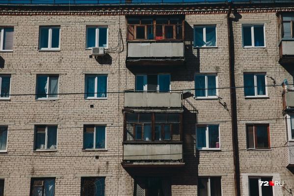 В состав преступной группы, придумавшей схему продажи «бесхозного» жилья, входили шесть человек