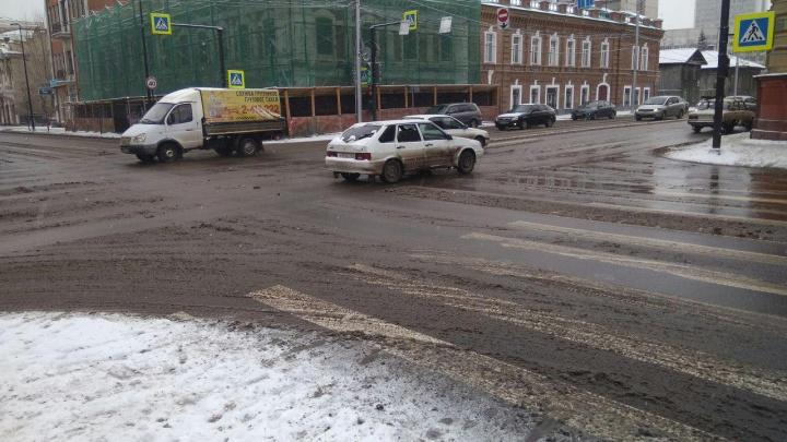 Резкое потепление и мощный гололед идут в Красноярск. Грядет День жестянщика