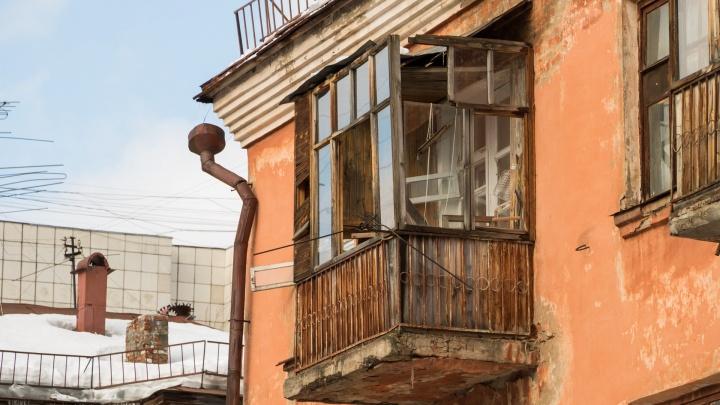 В доме на Горняков, 7 при чистке снега повредили еще один балкон