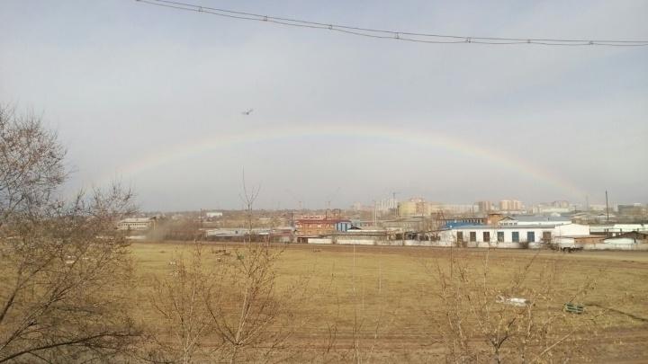 «Добрый знак перед Пасхой»: утренний Красноярск озарила яркая радуга