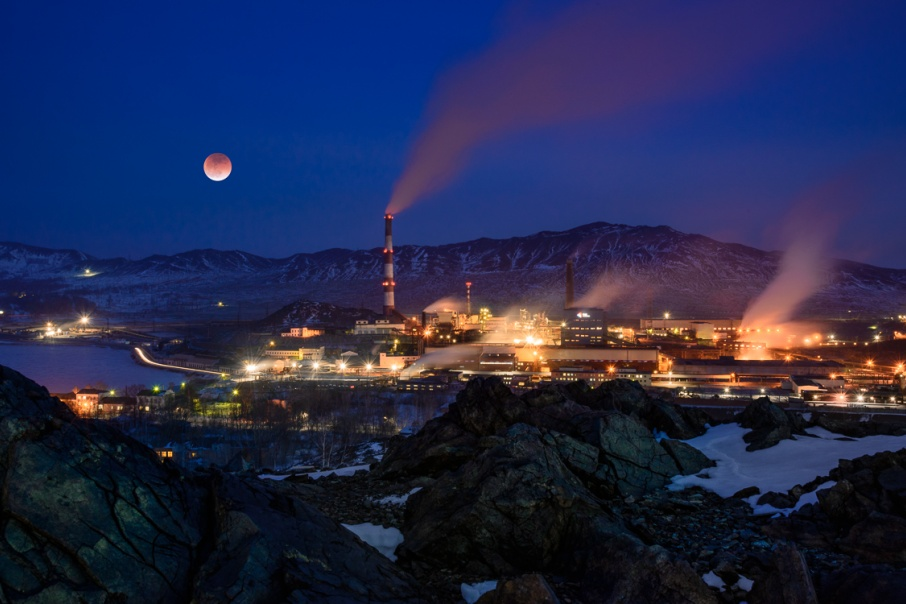 Кровавая луна не могла пройти мимо объективов южноуральских фотографов