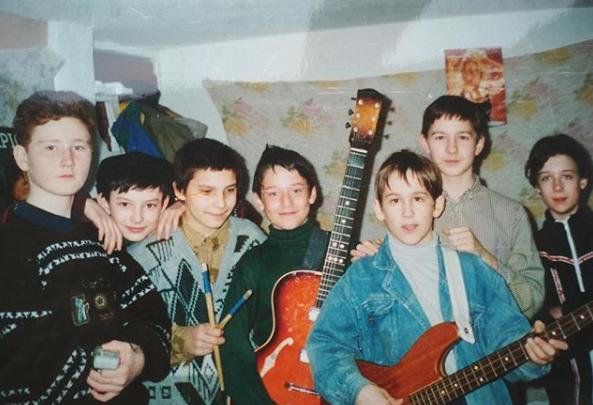 В каморке за актовым залом: солист группы «Пицца»поделился снимком из своего уфимского детства