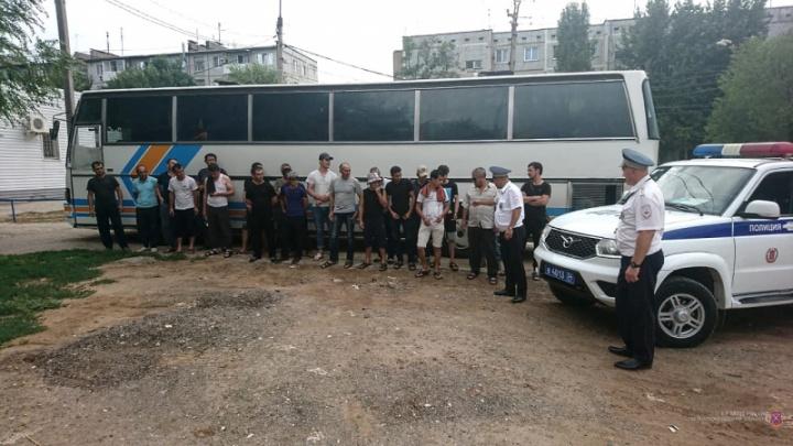 Под Волгоградом задержали автобус из Адыгеи с мигрантами-нелегалами