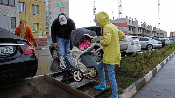 «Ждём четвёртого мэра»: в Прибрежном три года не могут оборудовать подходы к остановке
