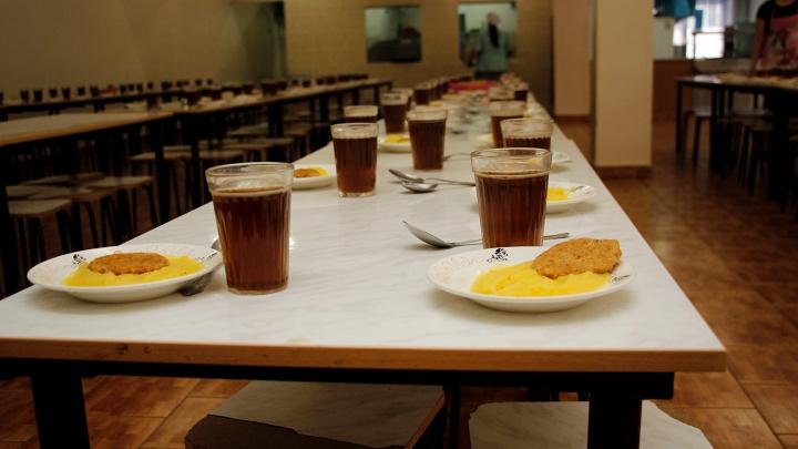 В школьной столовой давали еду по картам под 36% годовых