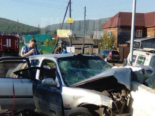 «Торопились вернуть машину»: двое подростков погибли в страшной аварии с бетонным блоком