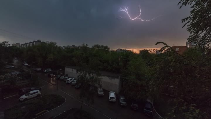 «Град и шквалистый ветер»: в Самарской области объявили штормовое предупреждение