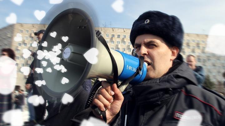 ОМОН, беби! Что должен делать полицейский, если он работает в России?