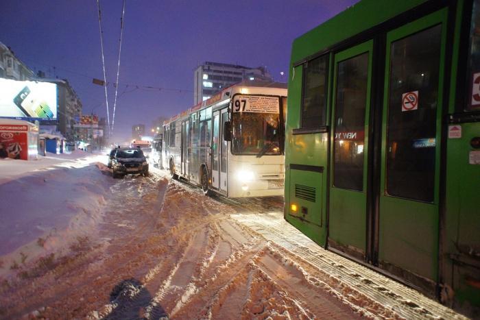 Сегодня утром пробки в Новосибирске были 5 баллов. Фото из архива НГС