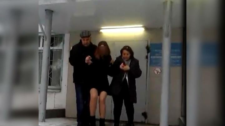 Школьница из Магнитогорска закатила истерику в полиции, чтобы родители не увезли ее из Екатеринбурга