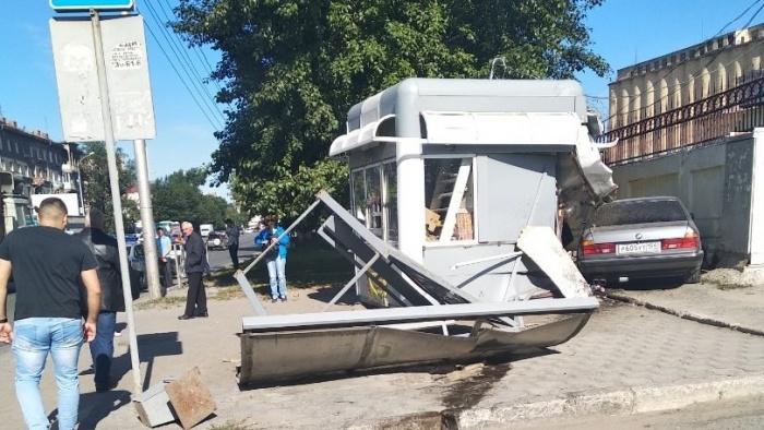 Авария случилась на остановке «Мелькомбинат»