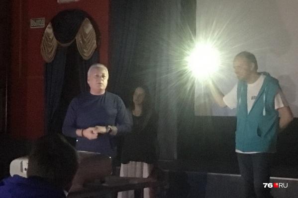 Руководству киноклуба пришлось освещать зал вручную