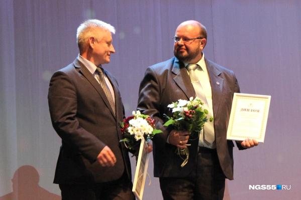 Опыт Максима Стуканова(справа) решили внедрить и в других городах