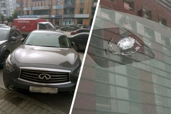 Владелец «Инфинити» увидел сегодня утром следы от пуль на лобовом стекле
