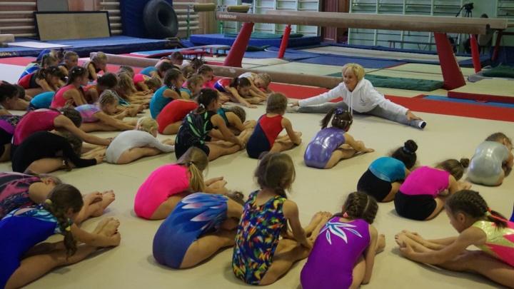 Олимпийская чемпионка Хоркина показала красноярским гимнасткам безупречный шпагат