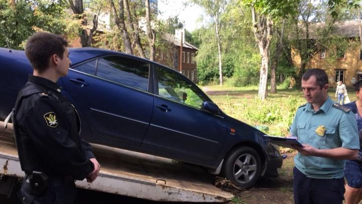 Ярославна пряталась от сотрудников банка и знакомого после того, как взяла у них 7 миллионов рублей