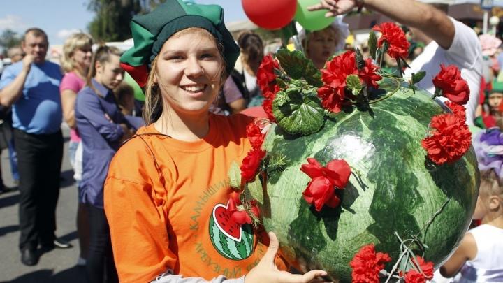 Арбуз весом 24 килограмма стал самым тяжёлым на арбузном фестивале в Камышине