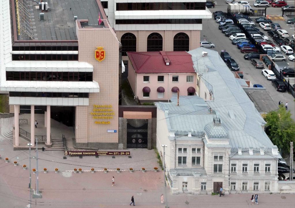 Офис на Карла Либкнехта —он находится в розовом «пристрое»