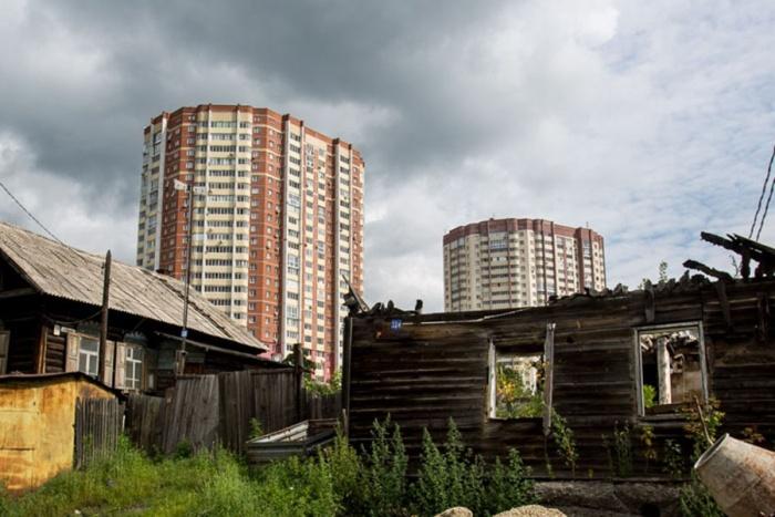 До этого жильцы домов на Сухарной постоянно испытывали проблемы из-за перебоев с горячей водой