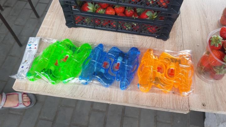 На улицах начали торговать водяными пистолетами ко дню Ивана Купалы