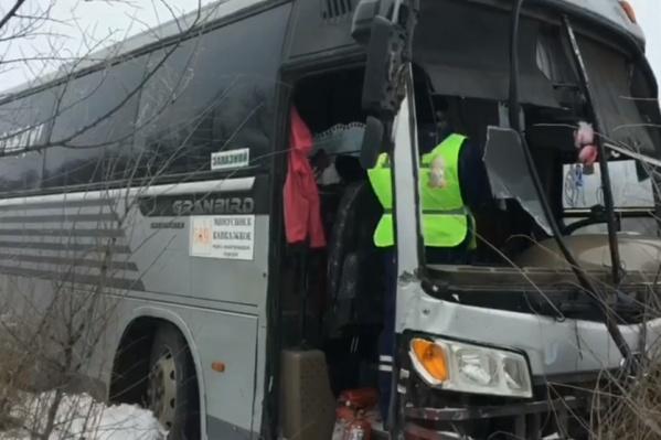 Пострадали 10 пассажиров автобуса