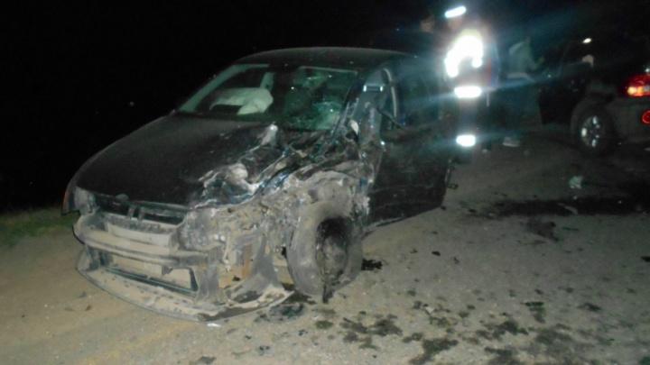 На трассе в Ярославской области столкнулись две легковушки: пострадали три человека